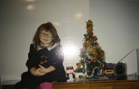 """Euch graut vor den Weihnachtsfeiertagen? Eure Familie versteht euch nicht, ständig werden ihr kritisiert? Willkommen im Klub. Warum sich hinter mancher Kritik ein """"Ich sorge mich"""" versteckt, ihr in den kleinen Gesten manchmal die größten Gemeinsamkeiten finden könnt und meine Oma hippe Snacks kannte, bevor sie cool waren."""